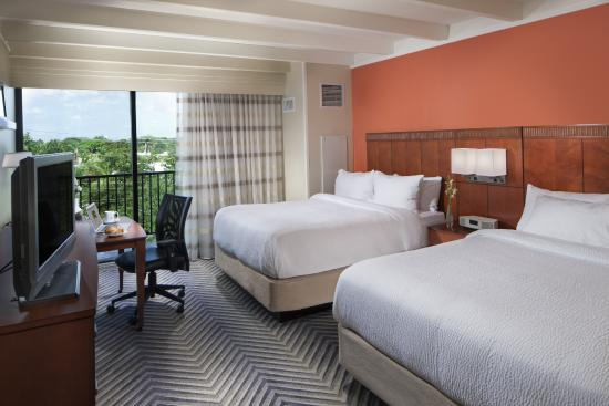 Courtyard by Marriott Fort Lauderdale East: Room with two Queen Beds and balcony