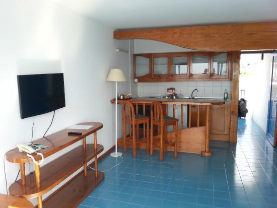 sala e cucina - Picture of Aparthotel Costa Mar, Puerto Del Carmen ...