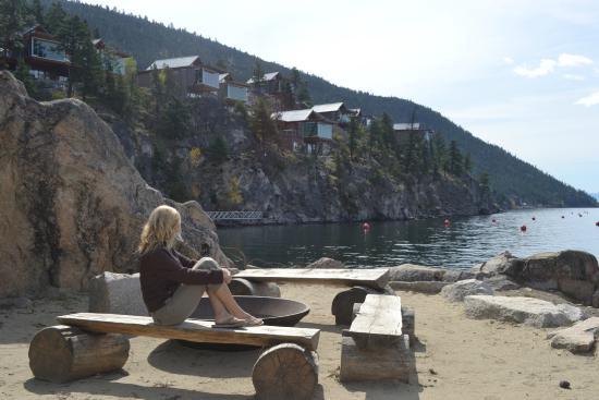 Βέρνον, Καναδάς: Fire pit and beach at Quarry Bay