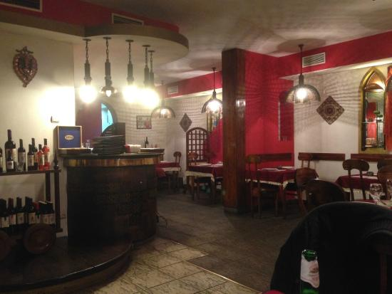 Spice House Indian Restaurant : Interior