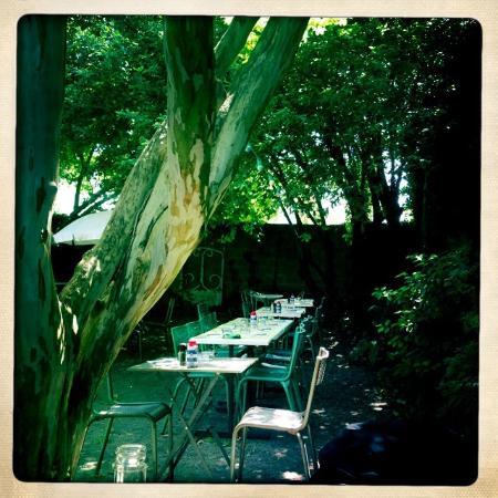 Dans le jardin picture of le bar de la marine bordeaux for Le jardin bar