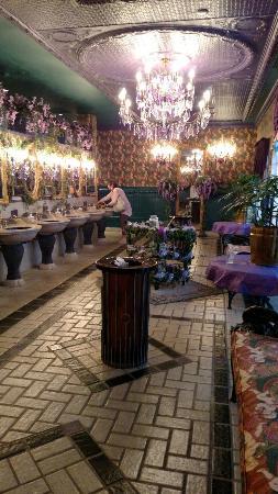 Shoji Tabuchi Theater: Ladies room
