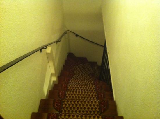 Berghotel Tannenhof: Stairs inside quarters