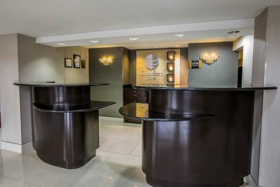 Comfort Inn O'Hare: Front Desk