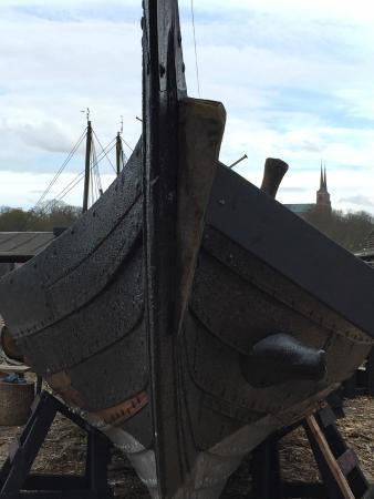 Danhostel Roskilde: A new Viking boat under construction