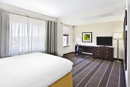 Holiday Inn Express - Sault Ste. Marie: Accessible Queen Bedroom