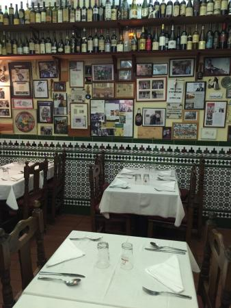 Photo of Tapas Restaurant El Quinto Vino at C. Hernani, 48, Madrid 28020, Spain
