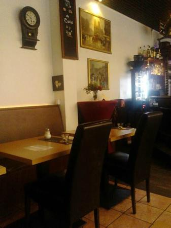 Petit Paris Cafe Bistro