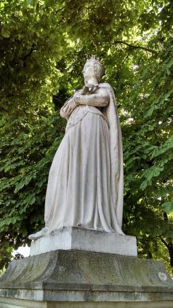 Παρίσι, Γαλλία: One of many historic statues in Jardin du Luxembourg