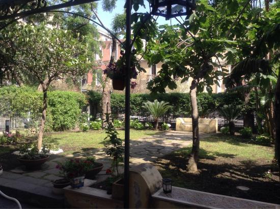 Foto di b b il giardino di piazza falcone for Torrisi arredi giardino catania
