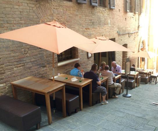 Zest Ristorante & Wine Bar : Outside Zest