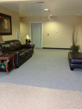 Magnolia Garden Inn & Suites: Foyer