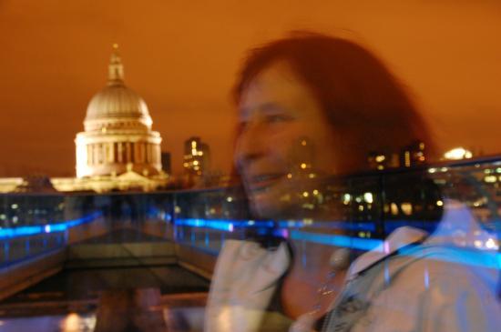 Photo Walks of London: Ein kreatives Nachtfoto an der Millennium- Brücke Londo