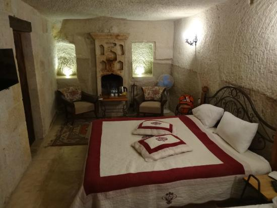 Divan Cave House: cave room - junior suite
