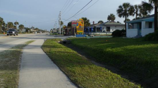 Super 8 St. Augustine Beach: taken from pedestrian crosswalk down to Super 8 motel