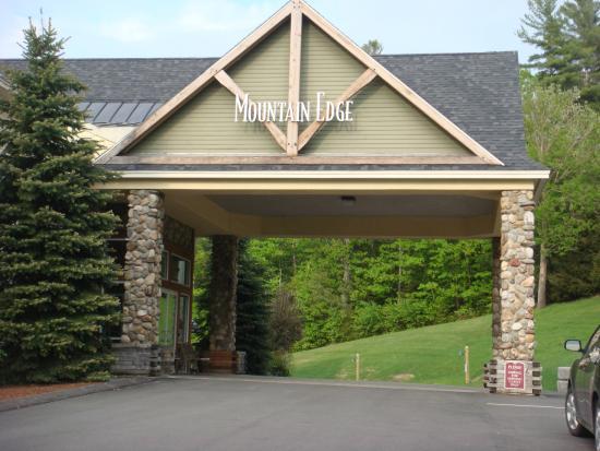 Mountain Edge Resort & Spa at Sunapee: Front Entrance to Mountains Edge