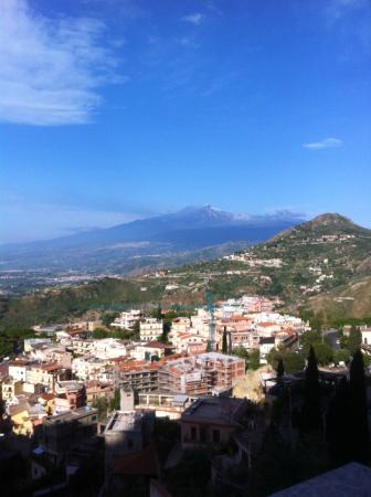 Villa Barone - Luxury B&B: Mount Etna from the balcony