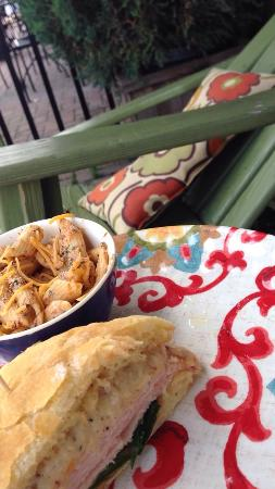 Snug on the Square: Great food