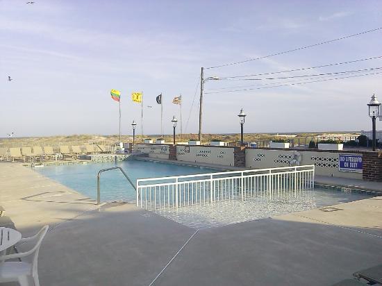 Lampliter Oceanside Resorts: The Lampliter ......Poolside on the beach!