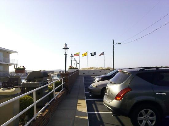 Lampliter Oceanside Resorts: Plenty of parking!
