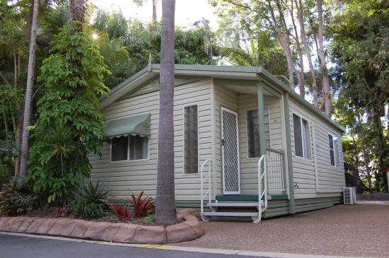 Ashmore Palms Holiday Village - Premium Palm Cottage exterior