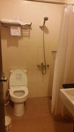 Hotel Pacific : Bathroom