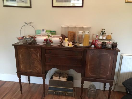 San Juan Guesthouse: Breakfast set up
