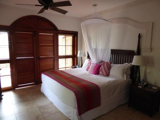 Cap Estate, Σάντα Λουσία: Bedroom - pre turndown