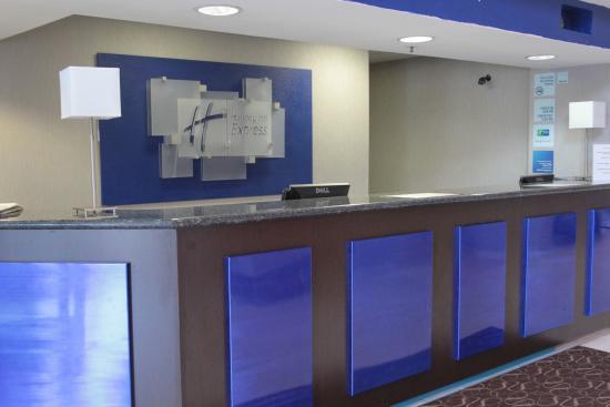 Holiday Inn Express Rocklin - Galleria Area: Front Desk