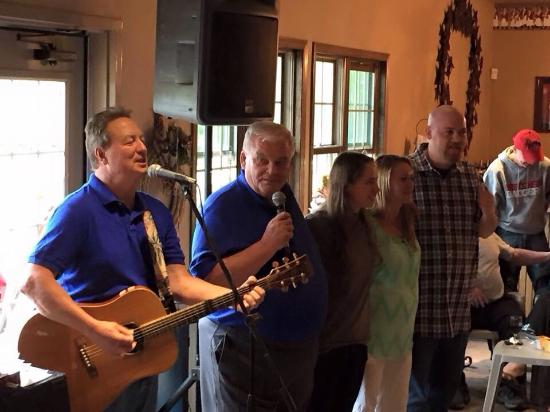 Simon Creek Vineyard & Winery: Great fun with Mickey Grasso doing his usual Sunday afternoon performance, along with owner Tim
