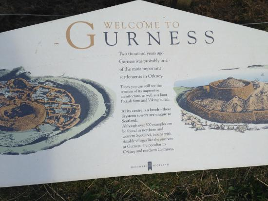 Broch of Gurness: Plaques explain the site and the architecture
