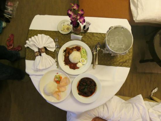 Shangri Las Tanjung Aru Resort Spa Room Service Dining Set Up