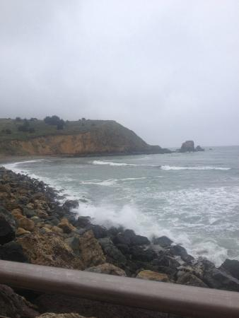 Pacifica Motor Inn: The view of the Pacific Ocean from the end of the street a block from the hotel