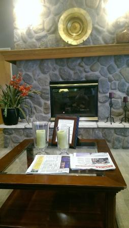 Best Western Plus Edmonds Harbor Inn : Hotel lobby