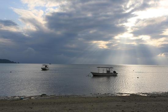 Ishigaki, Japonia: 夕日を待つ間雲行きが怪しくなって来た