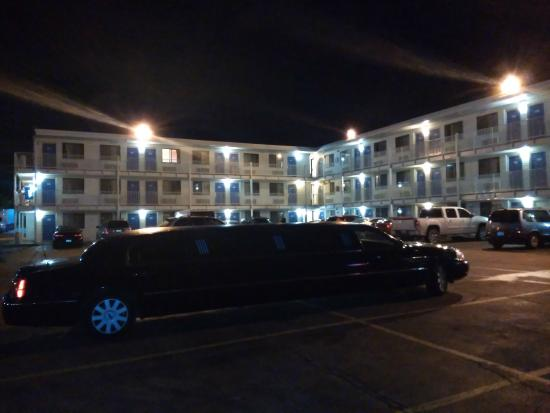 Picture of motel 6 chicago for Motels in chicago