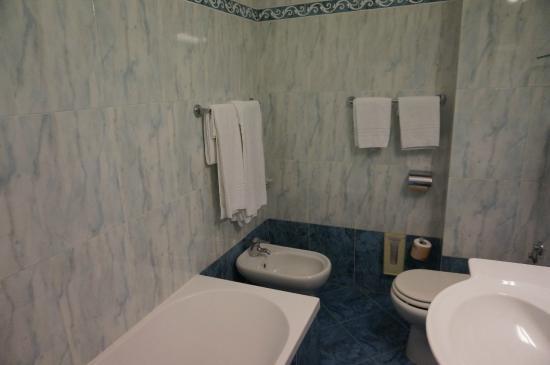 Sant Alphio Garden Hotel & Spa: Bathroom