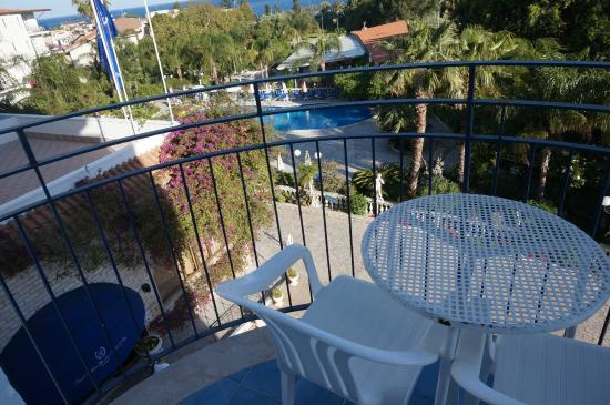 Sant Alphio Garden Hotel & Spa: Small balcony area (with view of mt etna)