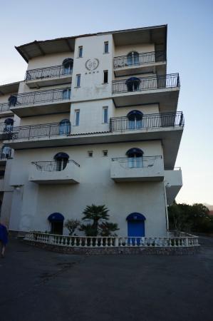 Sant Alphio Garden Hotel & Spa: Beach/Back Side Entrance