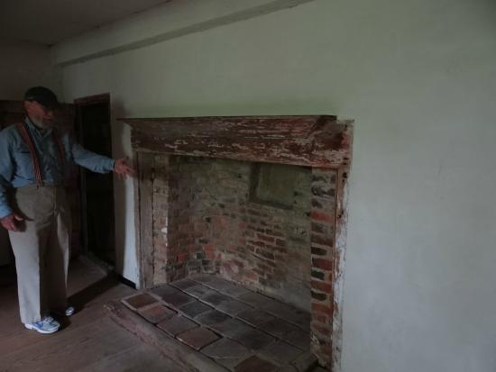 Oldest House (Jethro Coffin House) : 2nd floor bedroom for Children - Closet