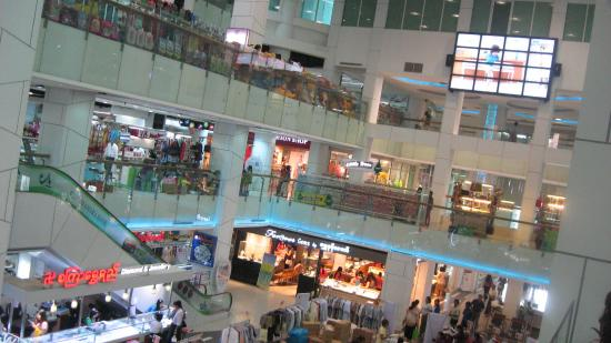 Junction Square, Yangon: Lots of well-lit, cool shopping!