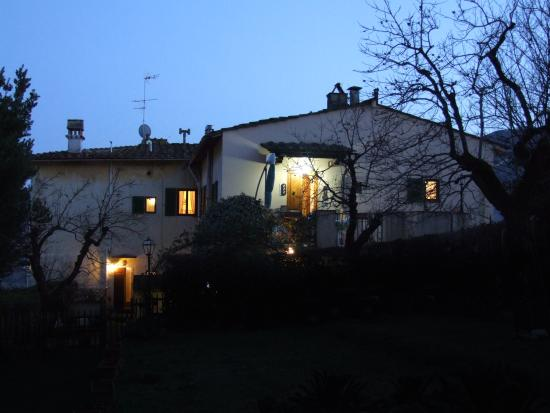 Villa Nobili B&B: Bed and Breakfast  Villa Nobili entry in night