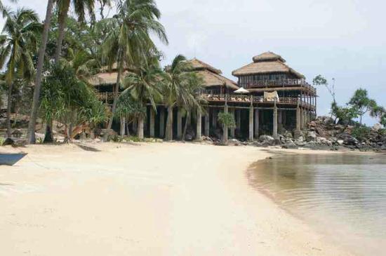 Nirwana Laut Resort: Beach
