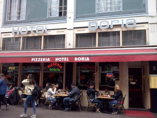 Doria Hotel Amsterdam: The street entrance 3 Dam Street