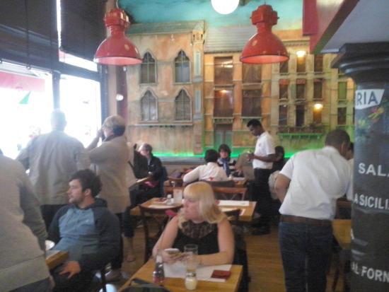 Doria Hotel Amsterdam: The dining room decor