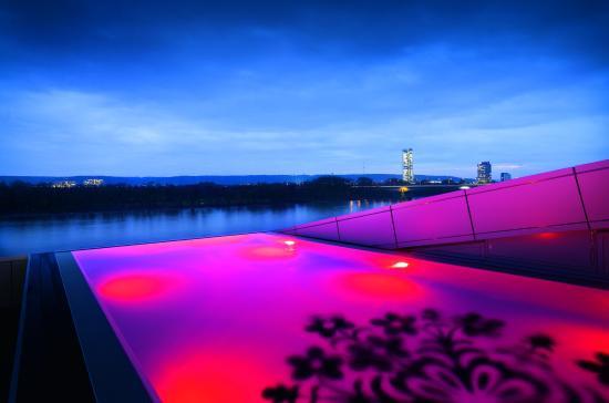 Kameha Grand: Infinity Pool Kameha Spa