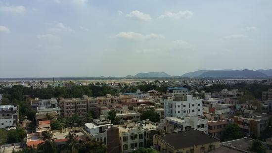 The Gateway Hotel MG Road Vijayawada: Mountains, River bed and building