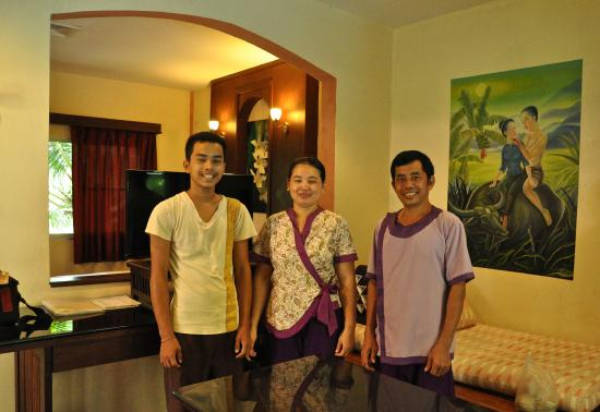 Ao Chalong Villa & Spa: Three beautiful people who cleaned my room, including father and son