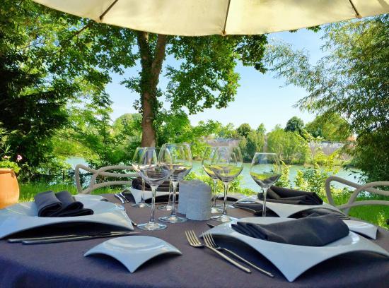 Table en terrasse du restaurant picture of au pois gourmand toulouse tripadvisor - Terrasse jardin resto paris toulouse ...