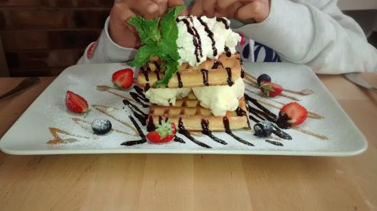 The Brown Sugar Lounge: The tasty waffles